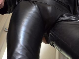 Walk in full leather